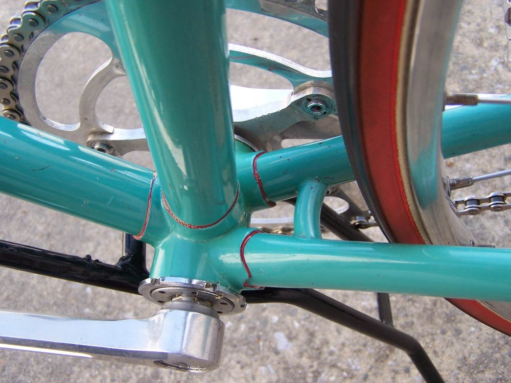 Bottom Bracket with trademark curved chainstay bridge